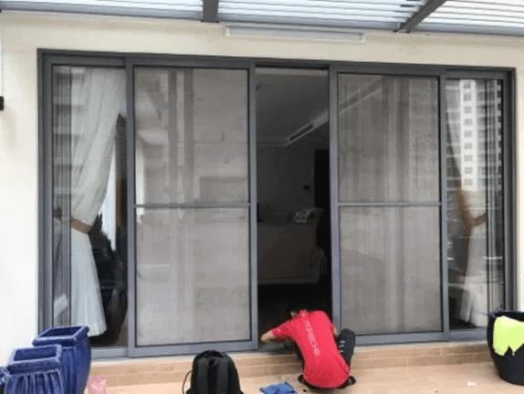 Cửa lưới chống muỗi cánh lùa màu đen
