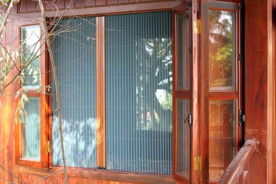Cửa lưới chống muỗi gấp xếp vân gỗ
