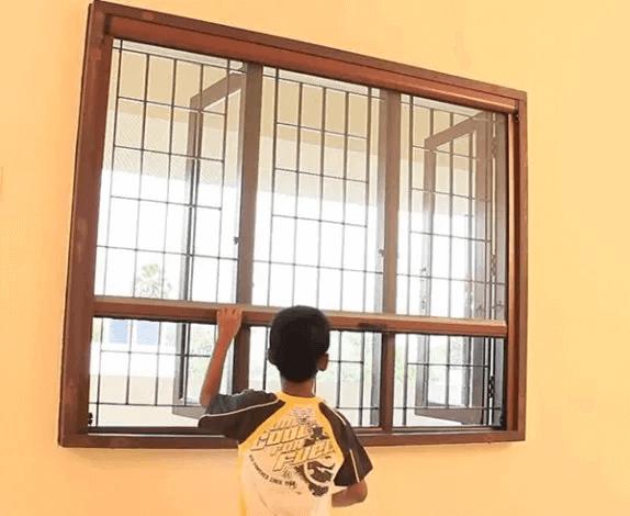 cửa lưới chống muỗi tự cuốn